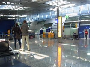 DBフランクフルト空港駅のルフトハンザカウンター